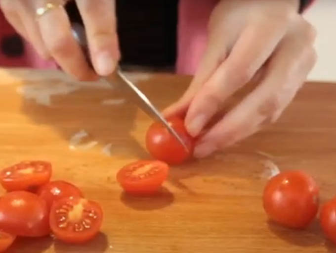 4 cortar tomate y demas ingredientes